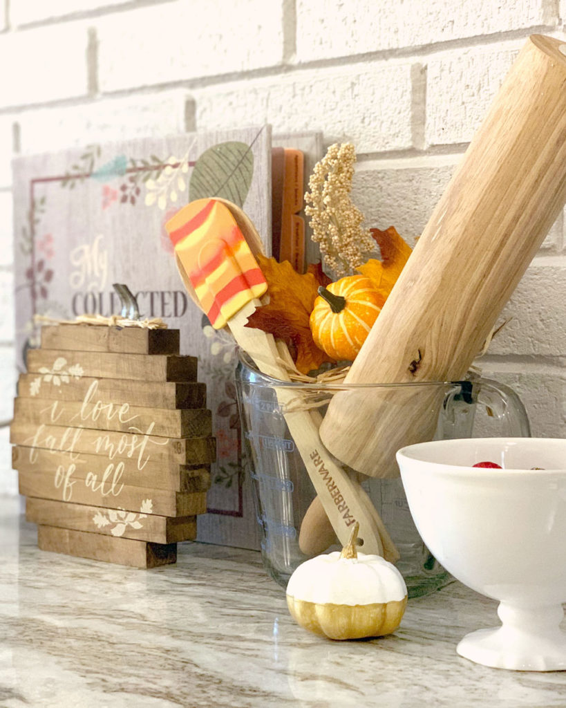 Budget Fall Decorating Idea: Cute Fall Spatula and Pumpkin Decor