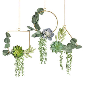 These cute spring flower hanging wreaths are just one of my great spring decorating ideas! #spring #decorating #decor #ideas