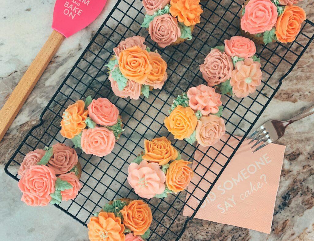buttercream flower cupcakes decorating tutorial easy for beginner's