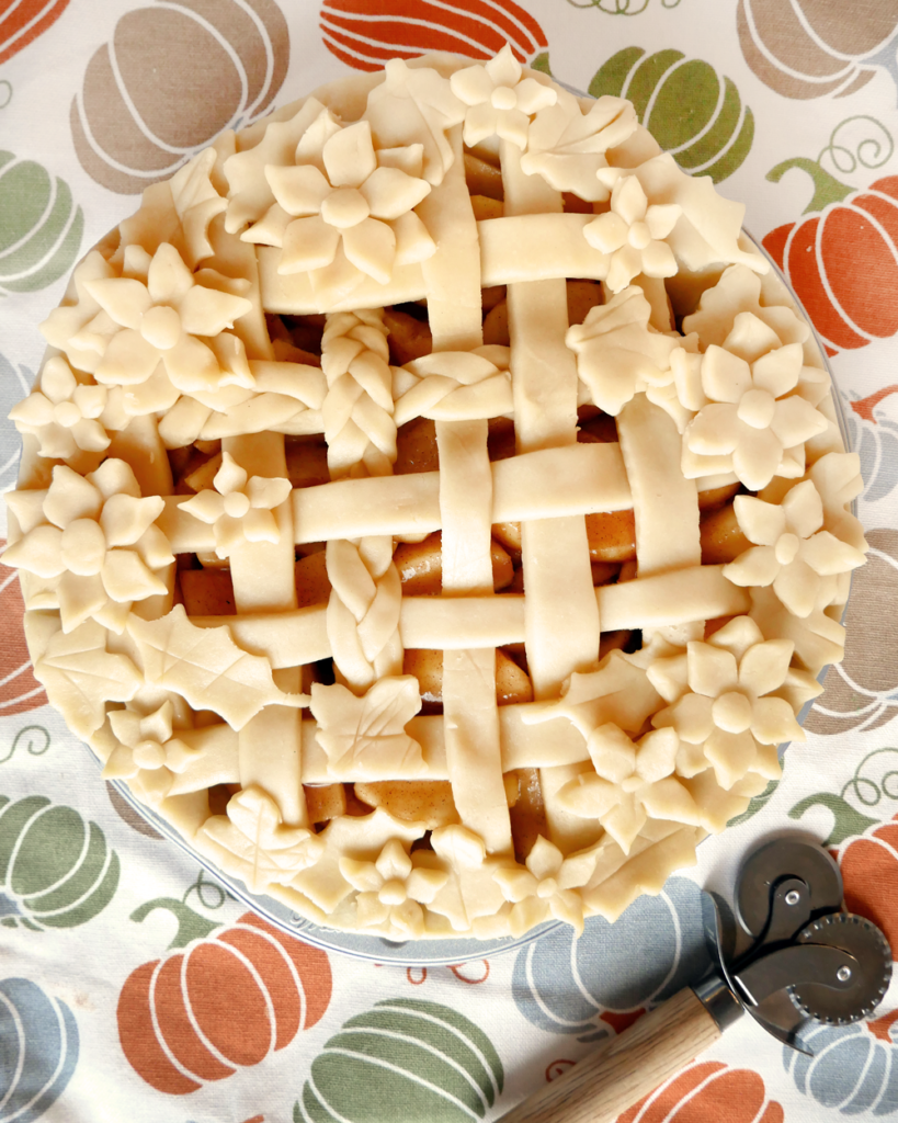 How To Make An Easy Homemade Apple Pie - Pie crust easy and simplified. A foolproof method for apple pie!