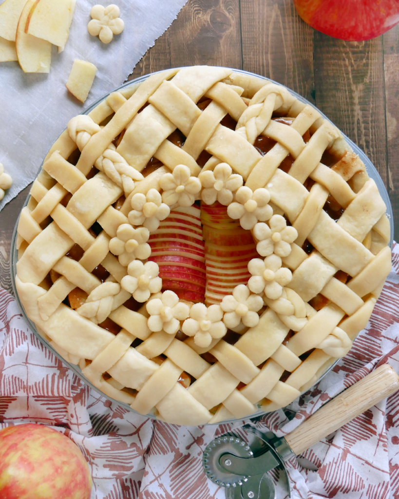 How to make the best pie crust! An easy, simple tutorial that is backed by science to create a flaky, buttery pie crust - no soggy bottoms here!