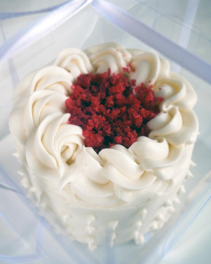 mini red velvet wedding cake taster